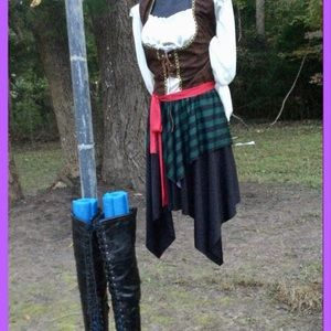 2pc. Pirate Wench Costume, sz L